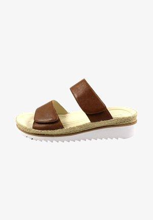 Slippers - cognacoperlen