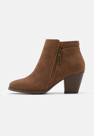 ARABELLA - Boots à talons - tan
