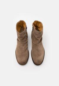 Jack & Jones - JFWRUKKA ZIP BOOT PIRATE - Classic ankle boots - greige - 3