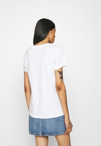 Levi's® - THE PERFECT TEE - T-shirt imprimé - gradient white - 2