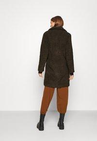 Selected Femme - SLFNANNA TEDDY COAT - Winter coat - coffee bean - 2
