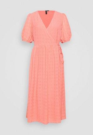 Denní šaty - peach melba