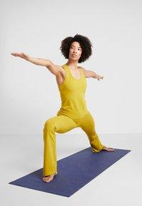 Deha - PANTA JAZZ - Pantalon de survêtement - golden lime - 1