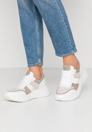 Sneakers laag - vanille/visone