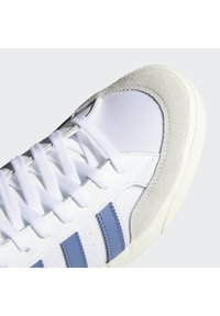 adidas Originals - BASKET PROFI VULCANIZED SHOES - Korkeavartiset tennarit - ftwr white/cream white/crew blue - 7