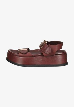 Sandały na koturnie - vinegar vng