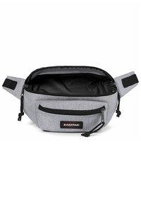 Eastpak - DOGGY BAG/CORE COLORS - Bum bag - sunday grey - 4