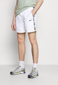 Nike Sportswear - REPEAT - Shorts - white/black - 0