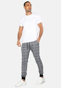 Threadbare - Teplákové kalhoty - black check - 1