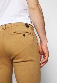Replay - ZEUMAR HYPERFLEX  - Jeans slim fit - havana - 4