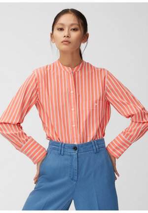 STAND UP COLLAR - Button-down blouse - red