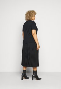 Selected Femme Curve - SLFANDARD NECK TEE - Jednoduché triko - black - 2