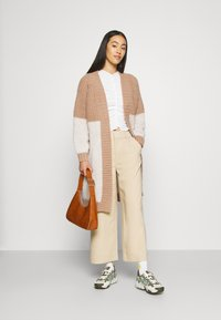 Monki - RUCHIE - Long sleeved top - solid white - 1