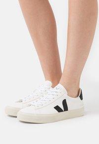 Veja - CAMPO - Tenisky - extra white/black - 3