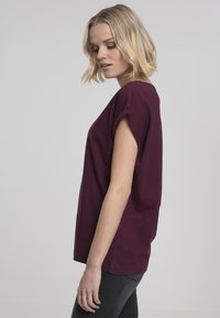 Urban Classics - Basic T-shirt - cherry - 2
