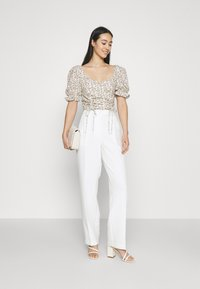 Glamorous - RUCHED BLOUSES WITH FRONT TIE DETAILS - Blusa - white - 1