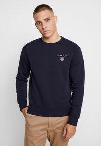 GANT - MEDIUM SHIELD CNECK - Sweatshirt - evening blue - 0