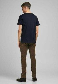Jack & Jones PREMIUM - Basic T-shirt - peacoat - 2