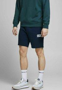 Jack & Jones - Shorts - navy blazer - 0