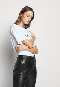 Victoria Victoria Beckham - DRAINPIPE TROUSER - Pantalon en cuir - black - 5
