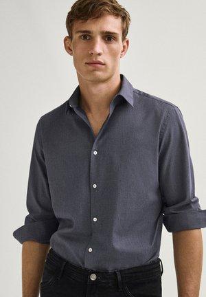 MELIERTES SLIM-FIT AUS REINER BAUMWOLLE - Shirt - dark blue