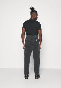 Carhartt WIP - DEARBORN SINGLE KNEE PANT - Kalhoty - black worn - 2