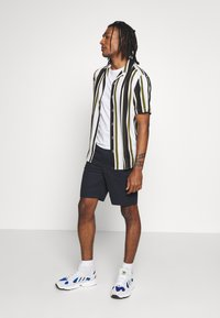 Only & Sons - ONSWAYNI STRIPED - Shirt - pesto - 1