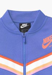 Nike Sportswear - HERITAGE - Survêtement - royal pulse/atomic pink - 5