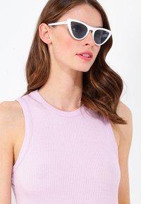VOGUE Eyewear - GIGI HADID - Solbriller - blue - 1