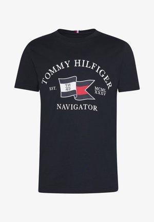 FOLDED FLAG TEE - T-shirt z nadrukiem - blue
