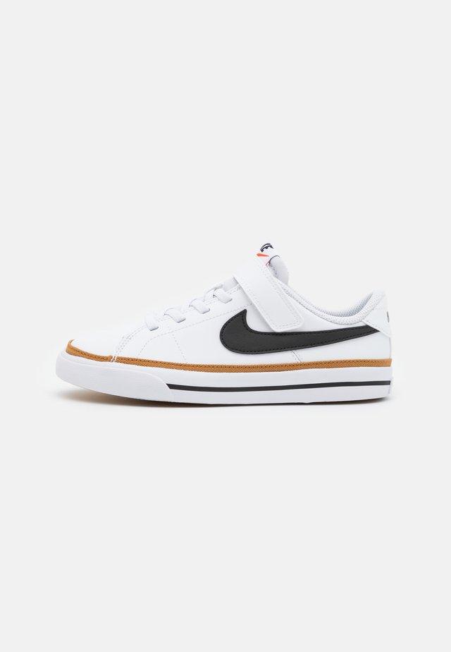 COURT LEGACY UNISEX - Sneakers laag - white/black/desert ochre/light brown