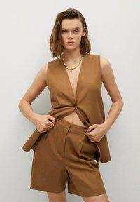 Mango - LEONARD - Shorts - light brown - 0
