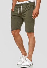 INDICODE JEANS - ALDRICH - Shorts - green - 2