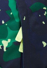 adidas Originals - UNISEX - Rugzak - collegiate green/night sky/pulse yellow - 4