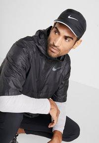 Nike Performance - AERO UNISEX - Lippalakki - black - 1