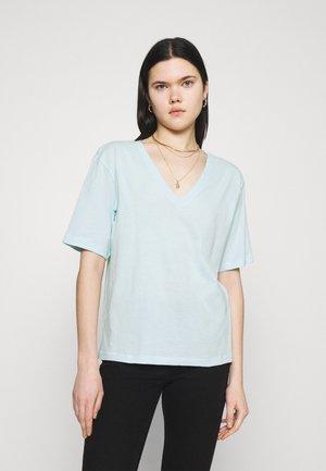 LAST V NECK - T-shirts - light blue