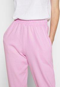 New Look - CUFFED JOGGER - Spodnie treningowe - bright pink - 4