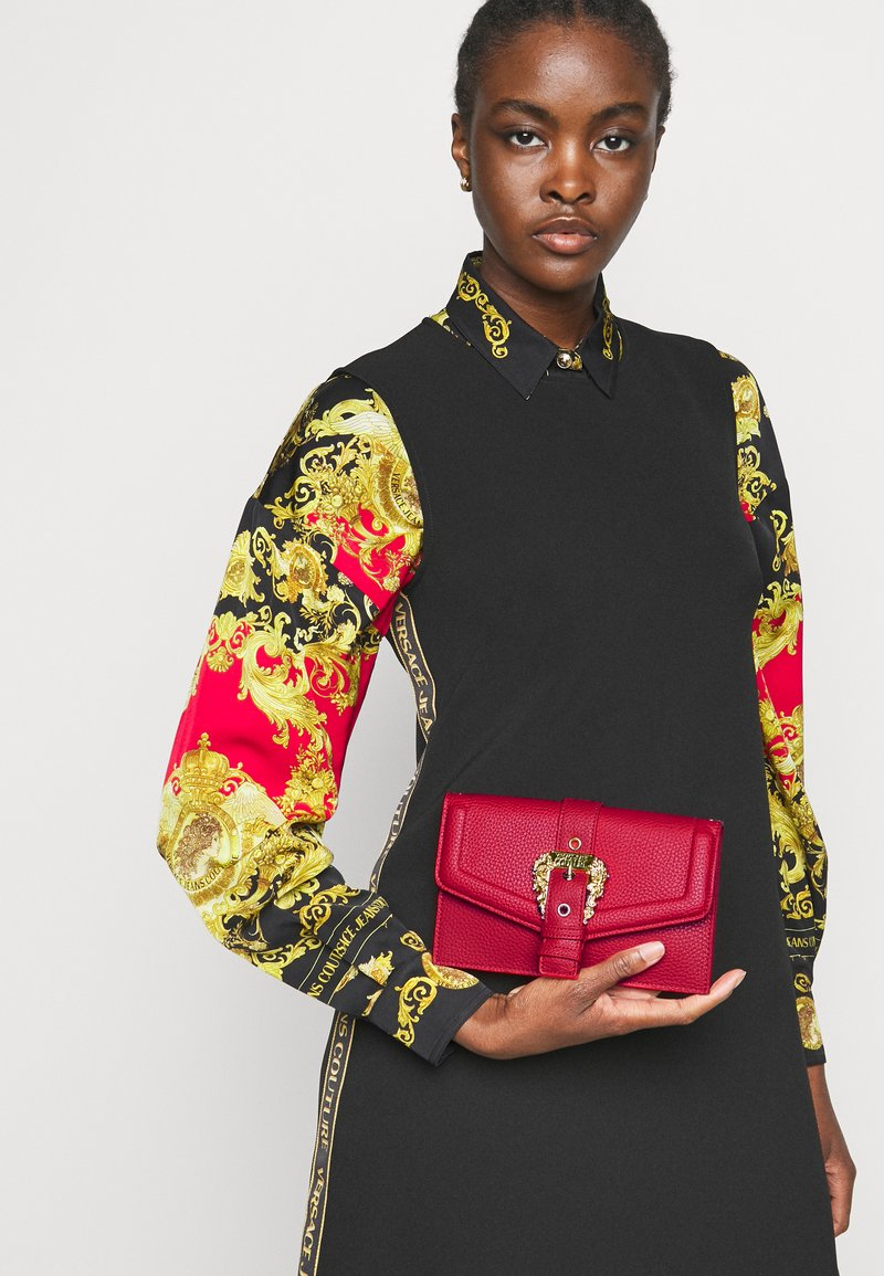 Versace Jeans Couture - COUTURE CHAIN WALLET - Portfel - rosso