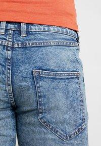 Redefined Rebel - OSLO DESTROY - Denim shorts - frozen blue - 5