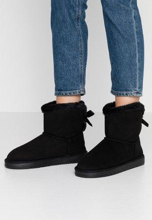 MOLLY - Kotníkové boty - black