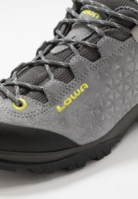 Lowa - SASSA GTX LO - Hiking shoes - grau/mint - 5