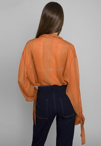 Mykke Hofmann - MIT SCHALELEMENT - Blouse - orange - 1