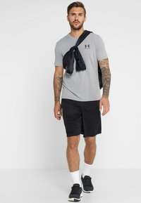 Under Armour - SPORTSTYLE LEFT CHEST - T-shirt basique - steel light heather/black
