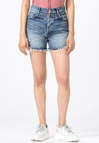 HALLHUBER - MIT DESTROY EFFEKTEN - Denim shorts - blue denim - 0