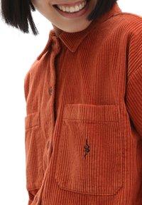Vans - WM AINARA CORD WOVEN - Button-down blouse - picante - 2