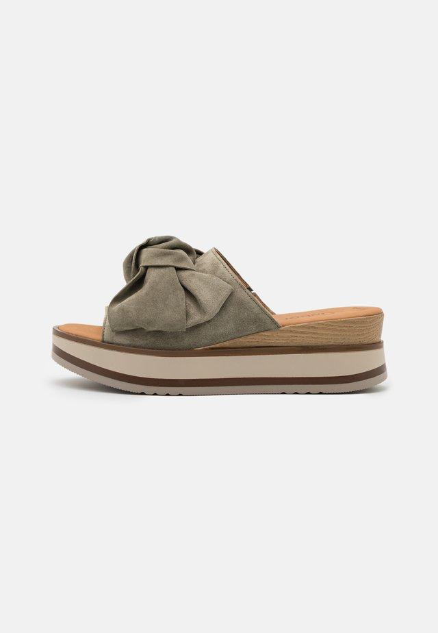 Sandalias - salvia/natur