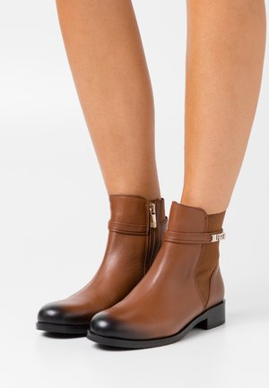 BLOCK BRANDING FLAT BOOT - Classic ankle boots - pumpkin paradise