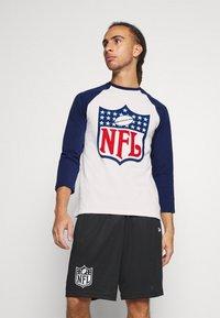 Fanatics - NFL TRUE CLASSICS SHIELD  - Triko spotiskem - white - 0