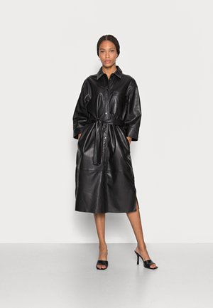 DRESS TURN-DOWN COLLAR PATCHED POCKET BELTED - Sukienka koszulowa - black