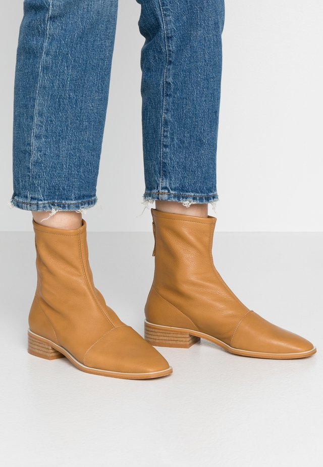 JIROW - Classic ankle boots - tibet